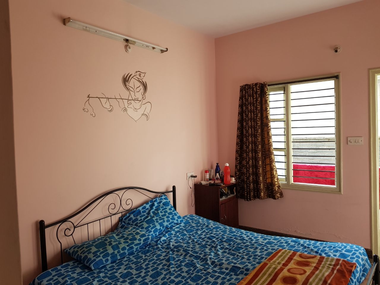 1 Room available in 2BHK