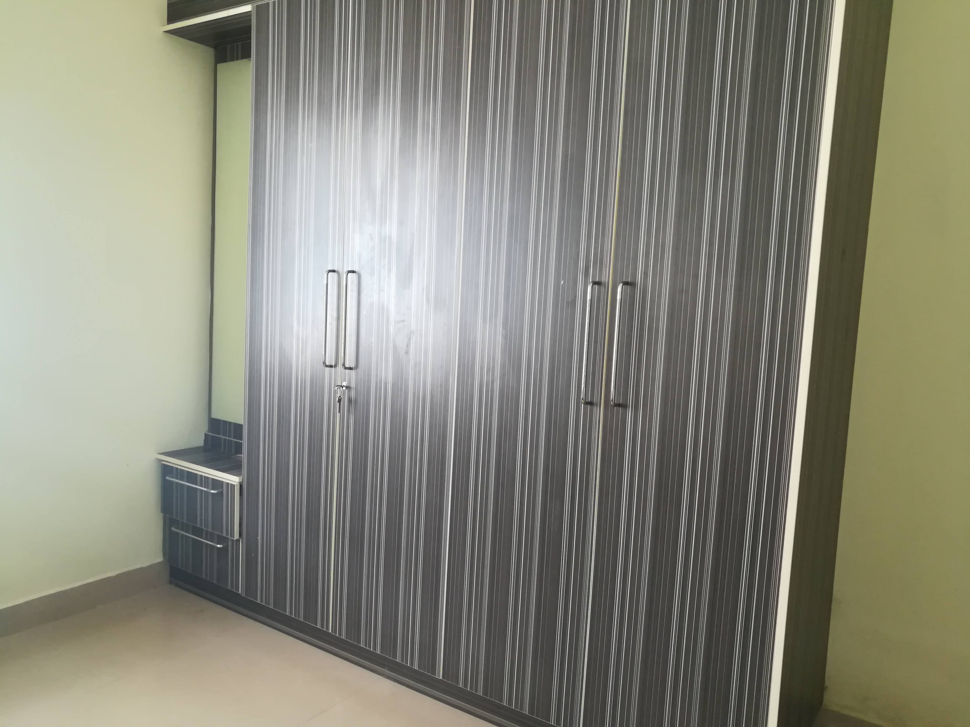 Male flatmate required for 1 spacious room in 2.5 BHK Apartment in decent society Aakruthi Homes
