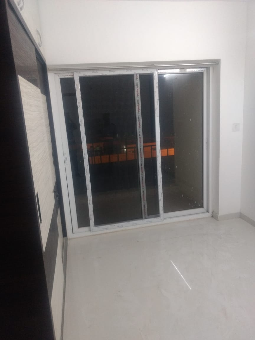 Single sharing room with attached balcony available for rent